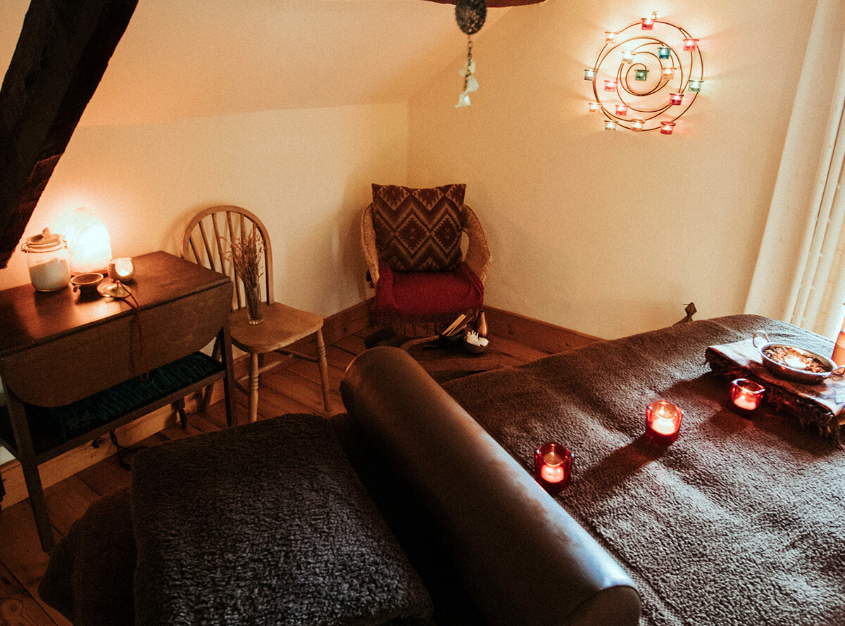 A relaxing treatment room to cocoon and calm